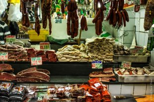 Meat at the Saõ Paulo Central Market: Bacon 22 Real = , dried meat 21 Real =